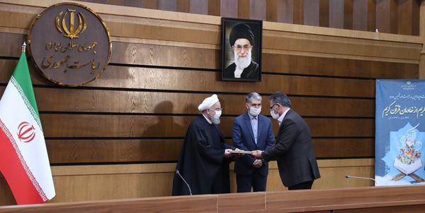 ۱۲ خادم قرآن با حضور رئیس جمهور تجلیل شدند+اسامی